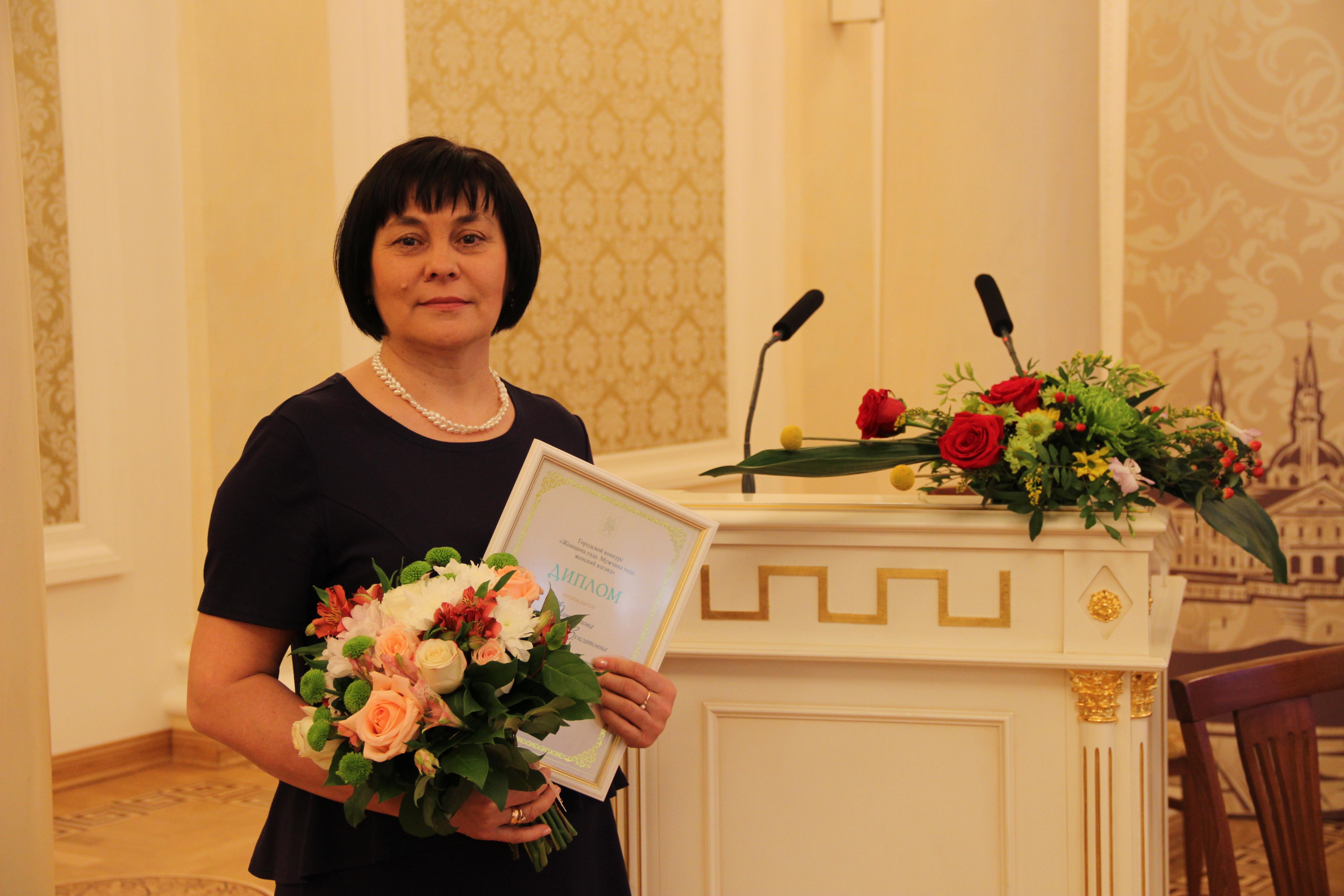 фото . Победитель конкурса Женщина года 2013.
